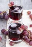 Jugo de uva roja enfriado Foto de archivo