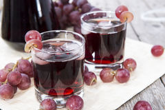 Jugo de uva roja enfriado Foto de archivo libre de regalías