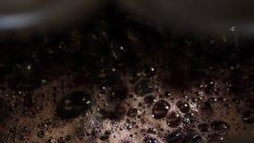 Jugo de uvas durante el proceso almacen de video