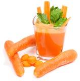 Jugo de zanahoria recientemente exprimido Fotos de archivo libres de regalías