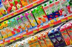 Jugo fresco en el supermercado de Hong-Kong Foto de archivo libre de regalías