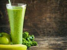 Jugo verde con las semillas del chia Bebida sana Fotos de archivo