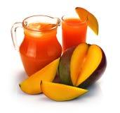 Jugo y fruta del mango Imagen de archivo libre de regalías