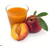 Jugo y fruta del melocotón Imagen de archivo libre de regalías