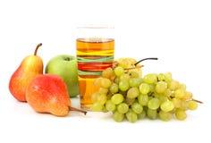 Jugo y frutas Imagenes de archivo