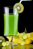 Jugo y frutas frescas - orgánicos, SE de las bebidas de la salud Fotos de archivo libres de regalías