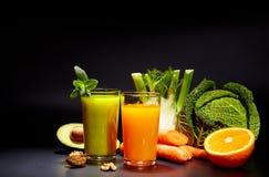 Jugos vegetales sanos para el refresco y como antioxidante fotografía de archivo