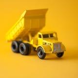 Juguete amarillo en estudio Foto de archivo