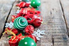 Juguete blanco rojo del día de fiesta de la composición de la Feliz Navidad Imágenes de archivo libres de regalías