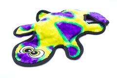 Juguete chillón del perro durable de la felpa de Stuffingless de la salamandra aislado en blanco fotos de archivo