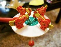 Juguete de alimentación del pollo Imagen de archivo