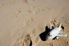 Juguete de Childs en la playa fotos de archivo libres de regalías