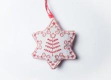 Juguete de la estrella de la Navidad roja y blanca aislado en blanco Imagen de archivo libre de regalías