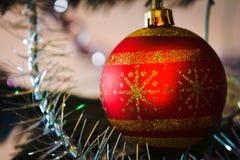 Juguete de la Navidad del Año Nuevo en un abeto Foto de archivo libre de regalías