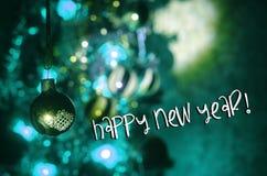 Juguete de la Navidad en el árbol de navidad El Año Nuevo adorna el fondo del invierno para el espacio vacío de la postal Fondo d Imágenes de archivo libres de regalías