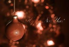 Juguete de la Navidad en el árbol de navidad El Año Nuevo adorna el fondo del invierno para el espacio vacío de la postal Fondo d Imagenes de archivo