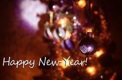 Juguete de la Navidad en el árbol de navidad El Año Nuevo adorna el fondo del invierno para el espacio vacío de la postal Fondo d Fotografía de archivo libre de regalías