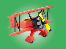 Juguete de los aviones aislado en verde Fotos de archivo libres de regalías