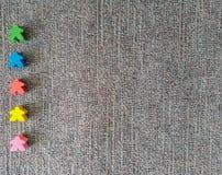 Juguete de madera colorido en línea Juego de Meeple fotografía de archivo libre de regalías
