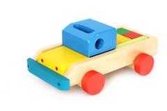 Juguete de madera en un fondo blanco Coche foto de archivo libre de regalías