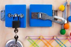 Juguete de madera para los cabritos fotografía de archivo