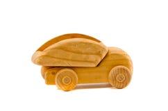 Juguete de madera viejo del carro aislado en blanco Fotos de archivo