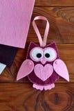 Juguete del búho del fieltro Children& x27; juguete de s Artes de los cabritos Regalo al Valentine& x27; día de s, el 8 de marzo, Fotos de archivo