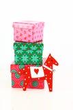 Juguete del caballo con las cajas de regalo Imagenes de archivo