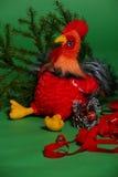 Juguete del gallo con la rama spruce Fotografía de archivo