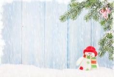 Juguete del muñeco de nieve de la Navidad y árbol de abeto Imagen de archivo libre de regalías