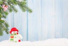 Juguete del muñeco de nieve de la Navidad y árbol de abeto Foto de archivo libre de regalías