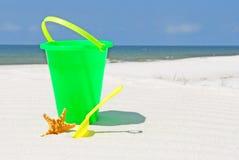 Juguete del niño en la playa Imagenes de archivo