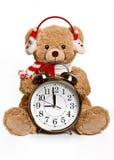 Juguete del oso con el despertador en el fondo blanco Imágenes de archivo libres de regalías