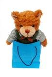 Juguete del oso en un bolso de compras Fotografía de archivo libre de regalías