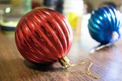 Juguete del ` s del Año Nuevo Una foto de un juguete del ` s del Año Nuevo para adornar un árbol de navidad por un día de fiesta Foto de archivo libre de regalías