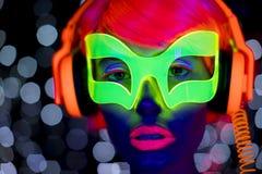 Juguete electrónico del disco del resplandor del robot cibernético femenino atractivo de neón ultravioleta de la muñeca Fotografía de archivo libre de regalías