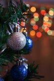 Juguete en el árbol de navidad fotos de archivo libres de regalías