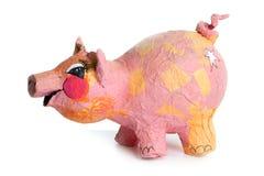 Juguete hecho a mano de la pequeña historieta rosada linda del cerdo en blanco Imágenes de archivo libres de regalías