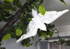 Juguete hecho a mano del pájaro blanco Fotos de archivo