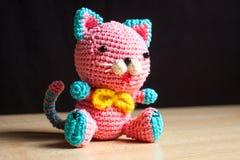 Juguete hecho a mano hecho punto del gato Fotografía de archivo libre de regalías