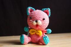 Juguete hecho a mano hecho punto del gato Foto de archivo libre de regalías