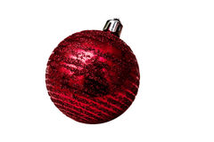 Juguete rojo aislado del árbol de la Navidad en un fondo blanco Imágenes de archivo libres de regalías