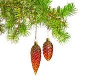 Juguete rojo de los conos en el árbol de navidad Fotografía de archivo libre de regalías