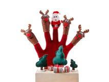 Juguete Santa Claus del concepto de la Navidad y reno con los regalos a mano Foto de archivo