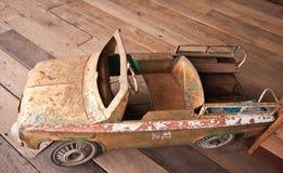Juguete viejo del coche Fotos de archivo libres de regalías