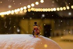 Juguete y adornos del muñeco de nieve Imágenes de archivo libres de regalías