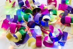 Juguetes Año Nuevo 2017, pedazos coloreados del papel, fuegos conflagrant Fotografía de archivo libre de regalías