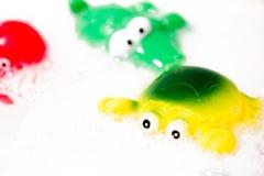Juguetes animales del baño de los niños Fotos de archivo libres de regalías