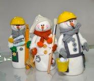 Juguetes con propias manos, trabajo, juguetes con propias manos, trabajo, costura, personaje del invierno, acercamiento creativo, foto de archivo libre de regalías