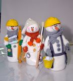 Juguetes con propias manos, trabajo, juguetes con propias manos, trabajo, costura, personaje del invierno, acercamiento creativo, imagen de archivo